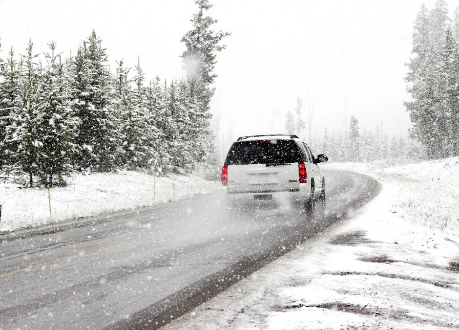Mire figyeljünk a téli időszak alatt az utakon?